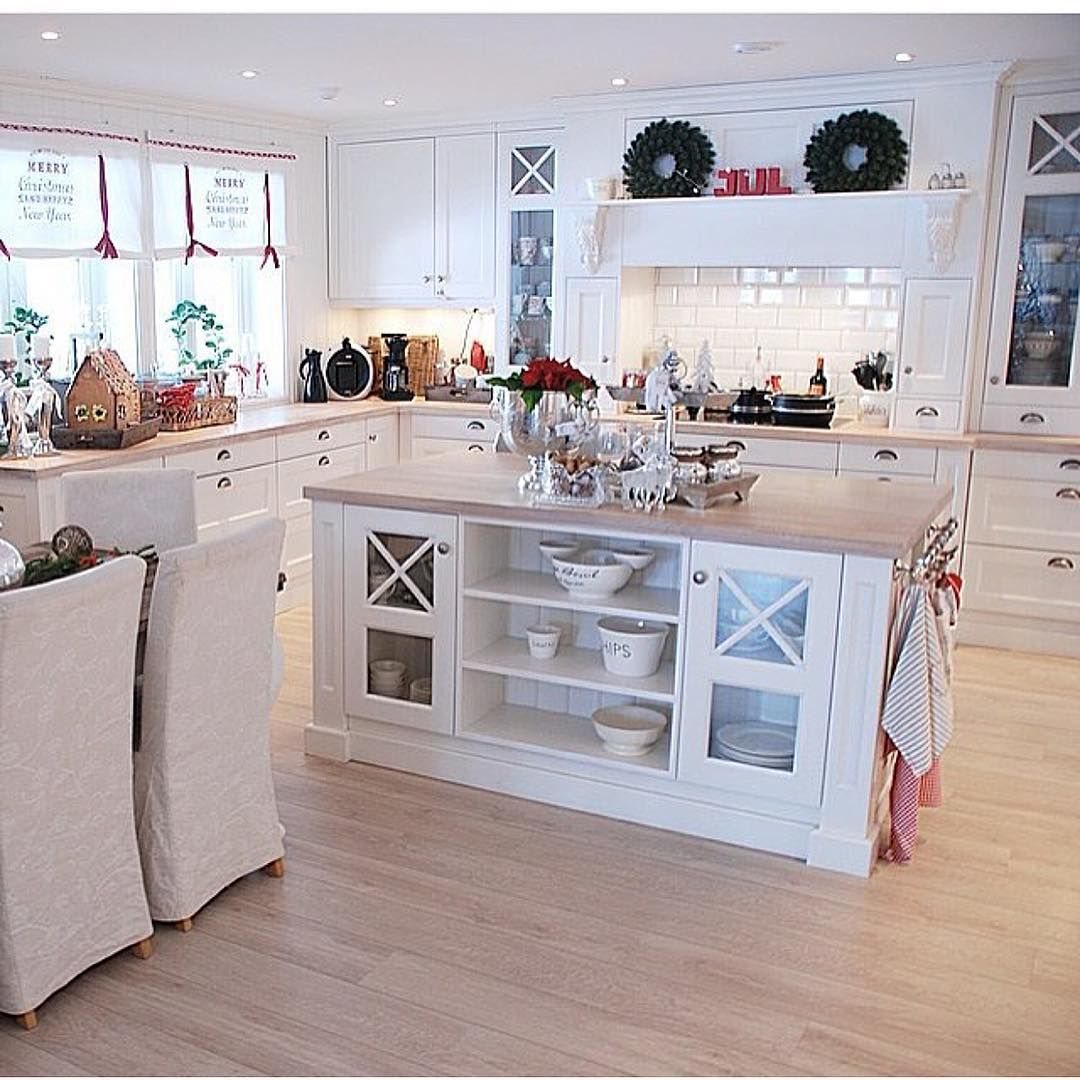 Love this kitchen ✨❣✨ From @drommeverden_no ✨❣✨ #christmas #christmasdecoration #christmasinspiration #jul #juleinspirasjon