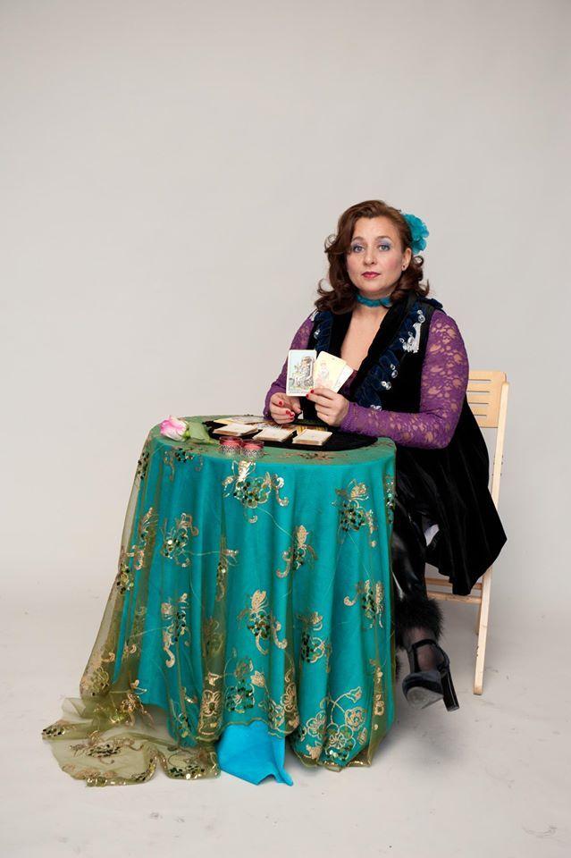 Solani, de Tarot Dame van Hartendames