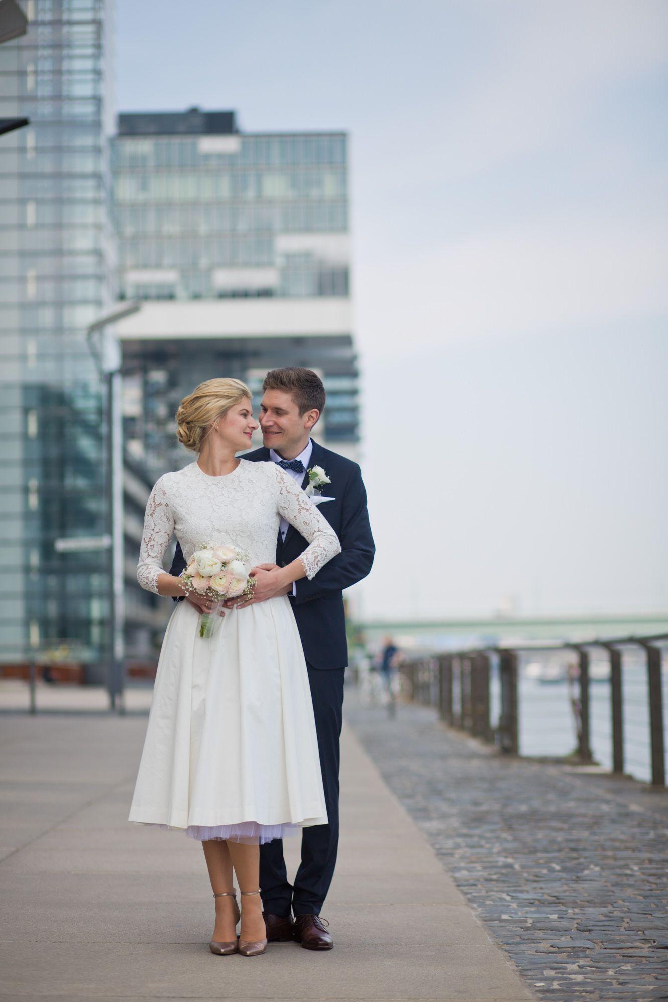 Hochzeitsfotos in Köln am Rheinufer bei Kranhäuser in 2020