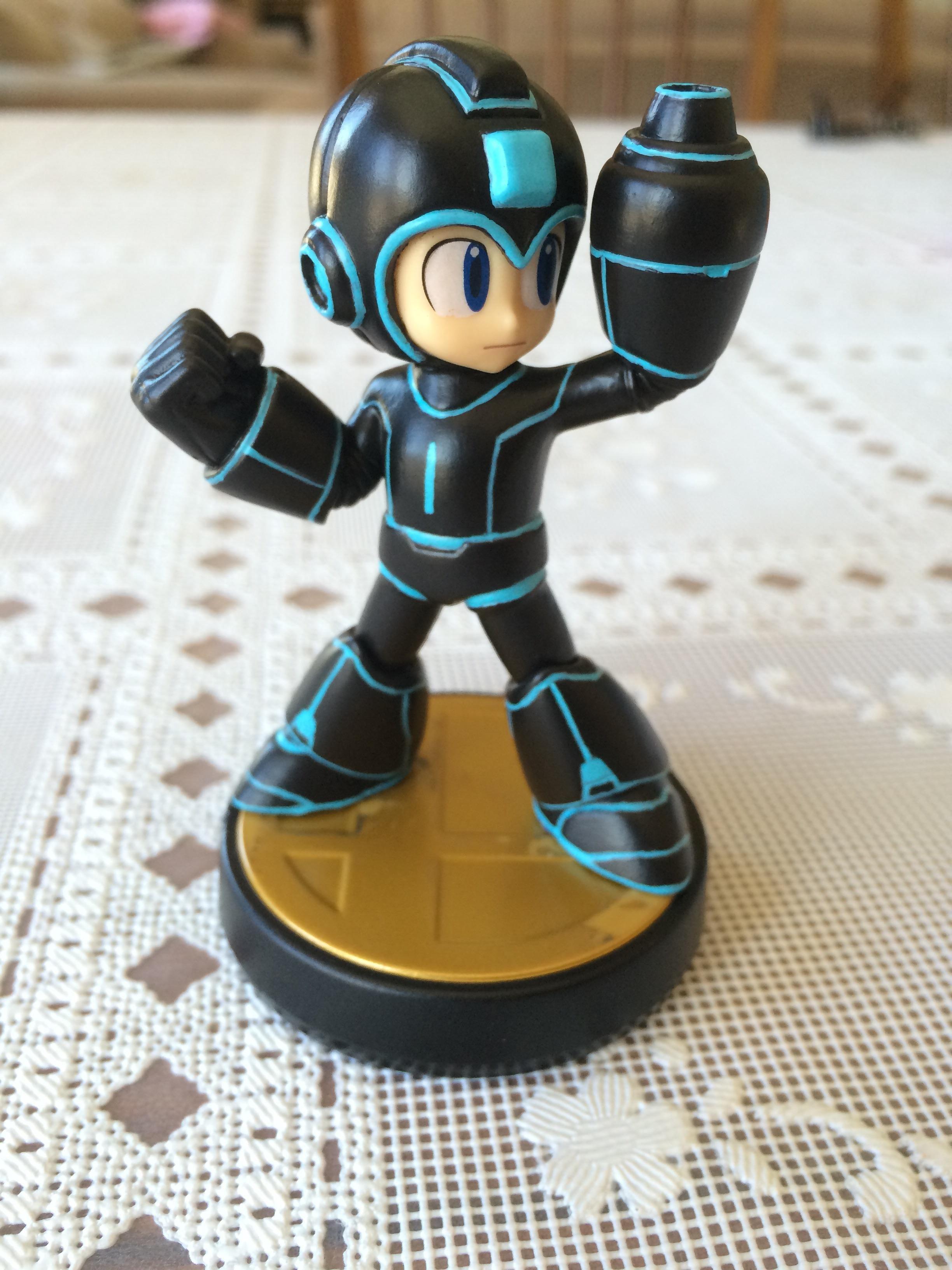 Custom Tron/Mega Man amiibo | Awesome amiibo customs | Mega