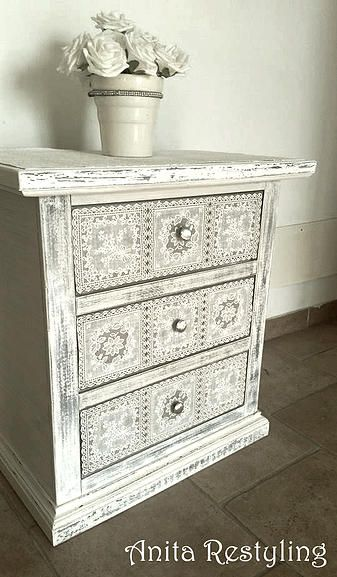 Cassettiera shabby chic con inserti in pizzo, very shabby chic! By ...