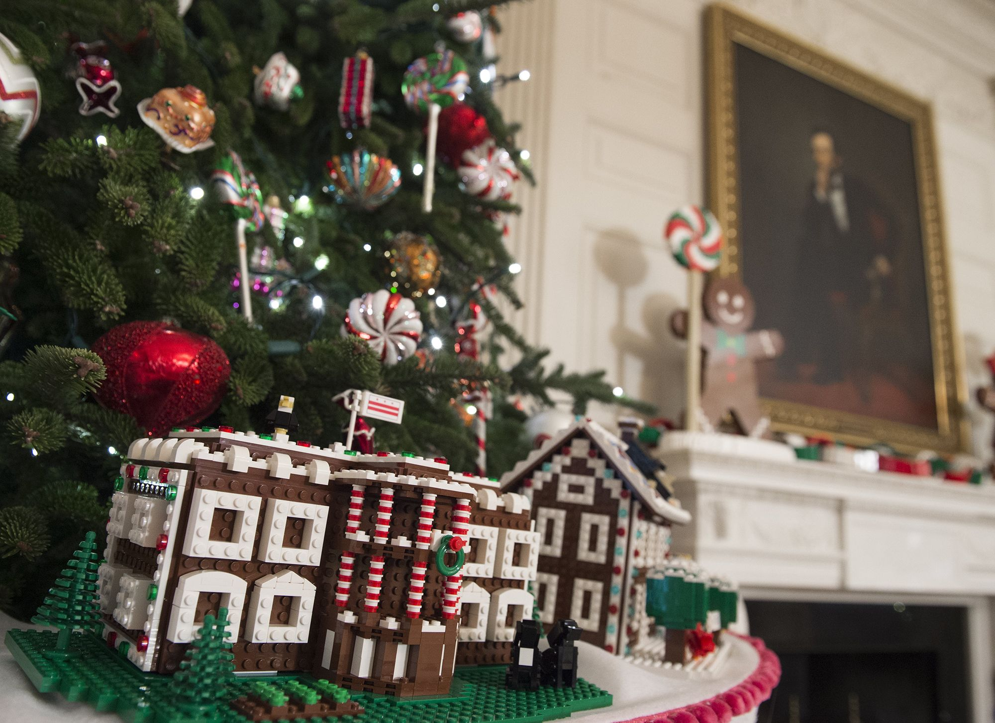 Michelle Obama Welcomes Military Families To View White House Holiday Decorations Holiday Decor White House Christmas Xmas Decorations