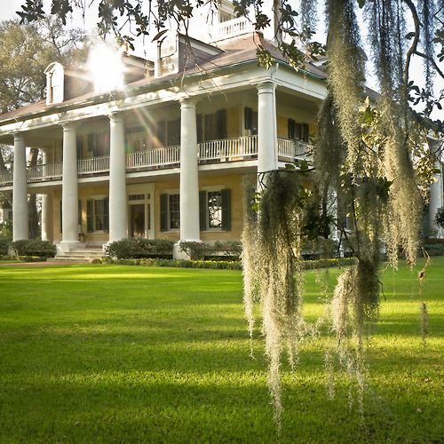 Outfit A Southern Plantation Style Home: This Reminds Me Of All The Beautiful Old Plantation Style