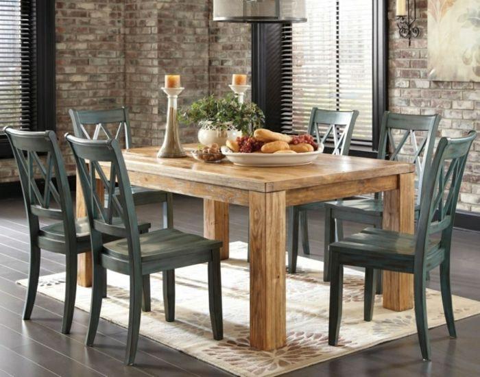 como decorar un salon comedor con mesa de madera clara sillas oscuras suelo