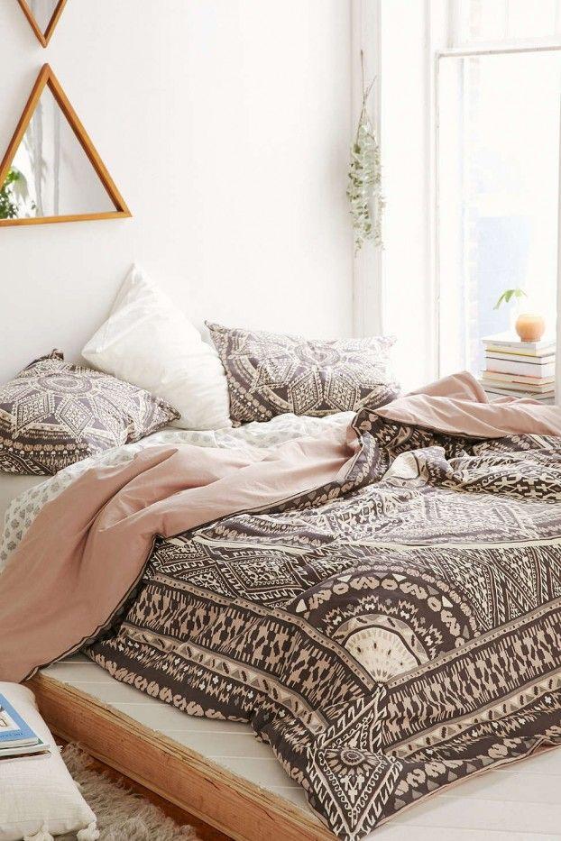 schlafzimmer ideen im boho stil_schöne bettwäsche in bohemian ... - Wohnideen Schlafzimmer Niedrig