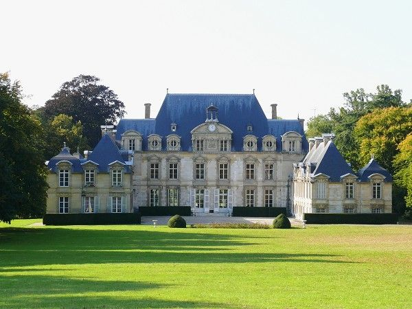 Quintal Da Mansao Dracarys Valiryan Visto De Fora Para A Casa Chateau France Castle House Mansions