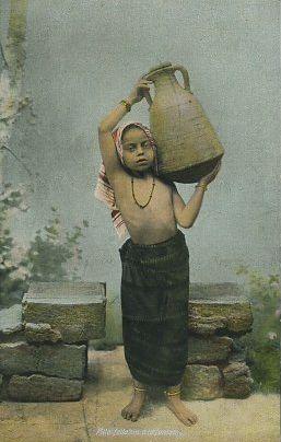 Egypt - Fellahin girl at the wall