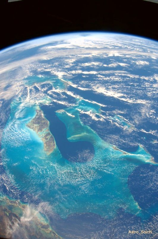 View of bahamas from space tweeted by astronaut soichi for Outer space travel