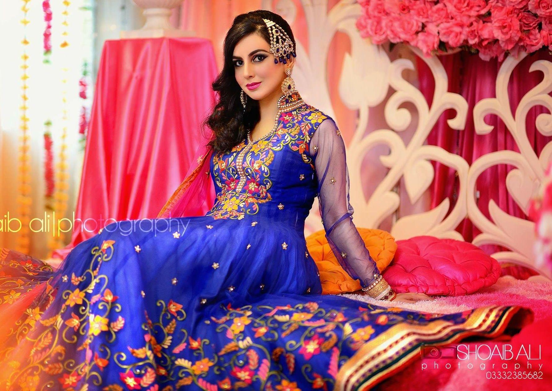 Mehndi Clothes For Brides : Shoaib ali photography mehndi bridal dress wear