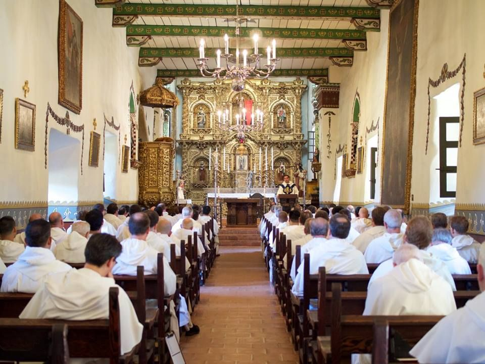 Western Dominican Vocations The Friars Pray At The Saint Junipero Serra Chapel At Mission S Mission San Juan Capistrano San Juan Capistrano Table Decorations