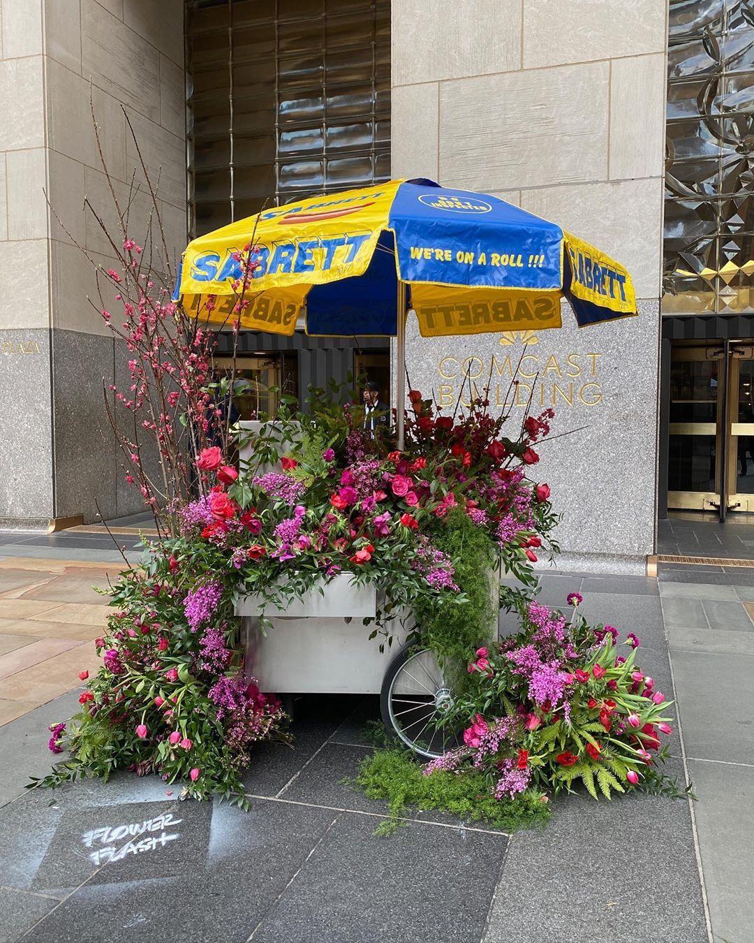 Lewis Miller Pop Up Flower Installation In 2020 Planting Flowers Nyc Flowers Flower Installation