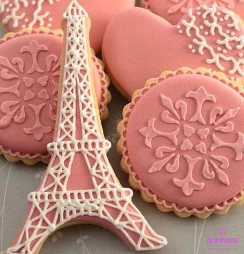 1pcs París Torre Eiffel cortador de la galleta 3D Fondant Cake Decoración Herramientas de moldes de metal Pastelería Pastelería Biscuit Molde reposteria
