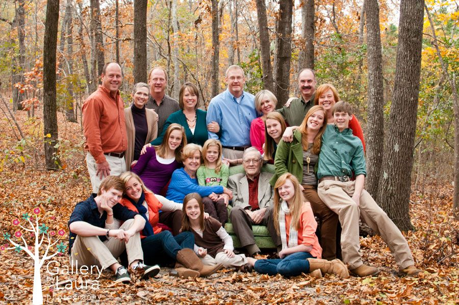 Family pictures idea outdoors family of 18 columbia sc for Fall family picture ideas outside