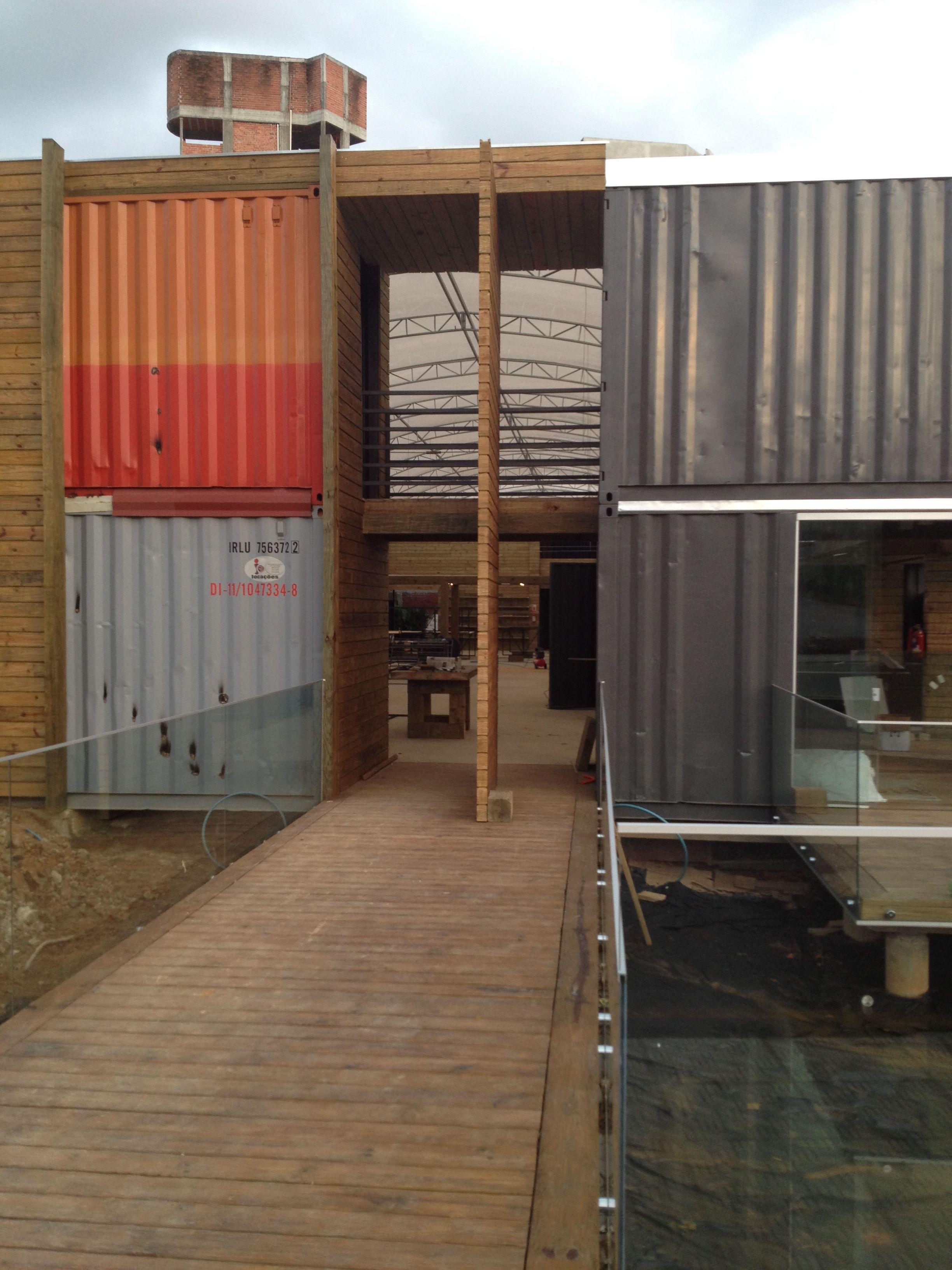 Deck, porta pino centro e painel trabalhados em pinus autoclavado
