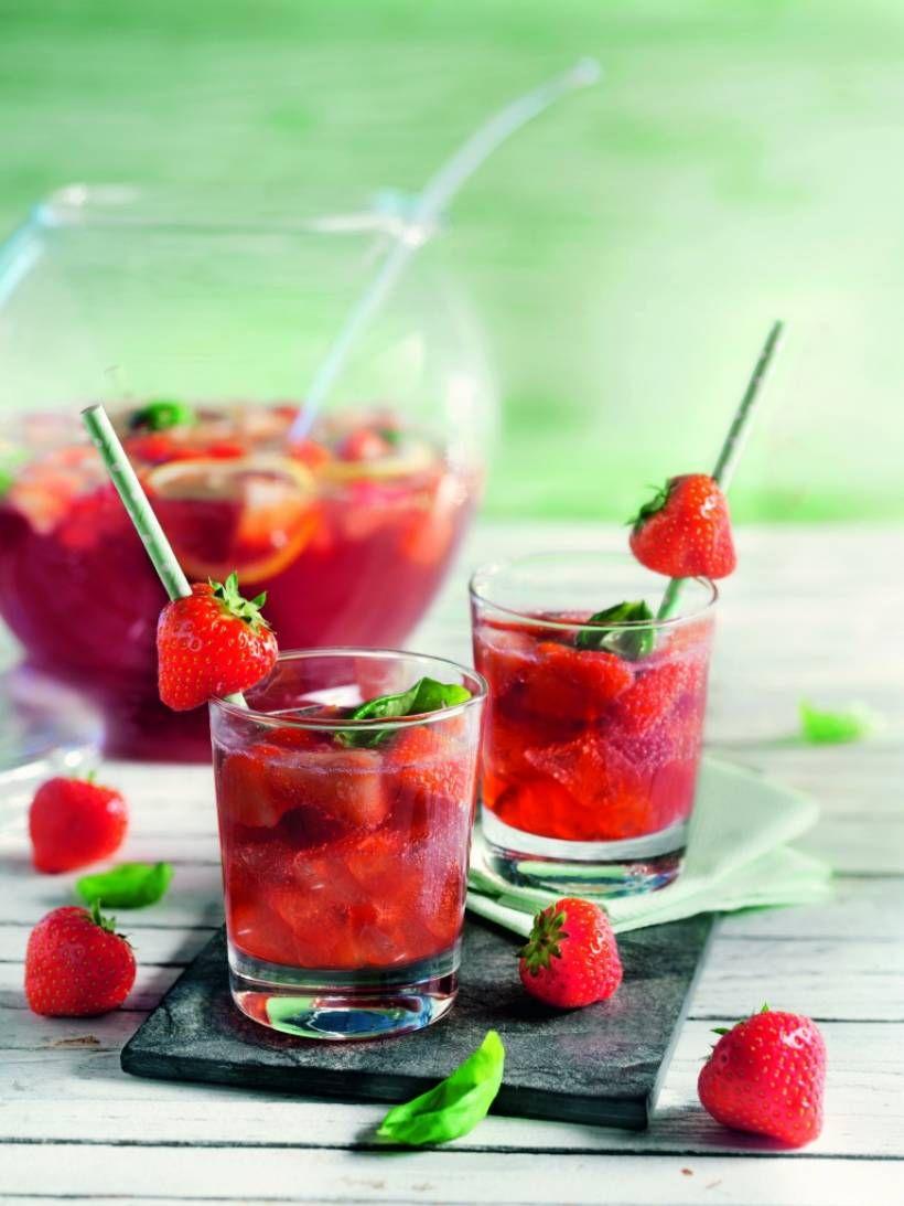 Sommer-Drink: Basilikum-Erdbeer-Bowle mit selbstgemachtem Basilikum-Sirup