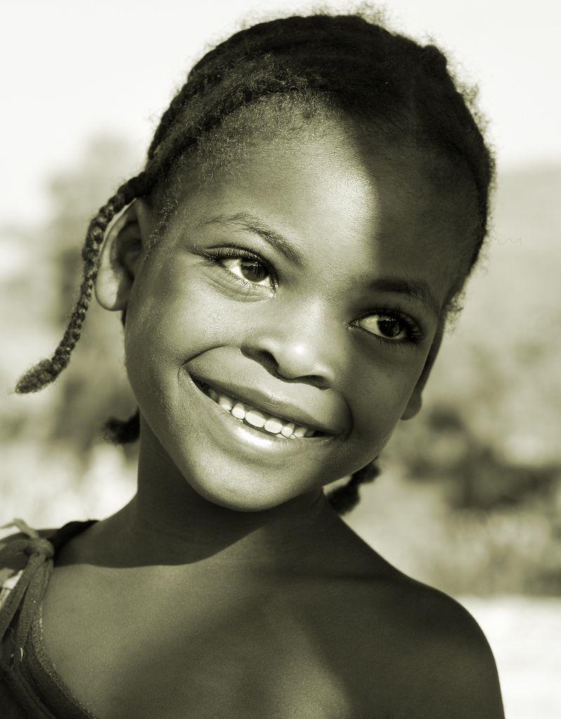 Ethiopia, little girl near Jinka, Lower Omo Valley.  Dietmar Temps www.dietmartemps.de