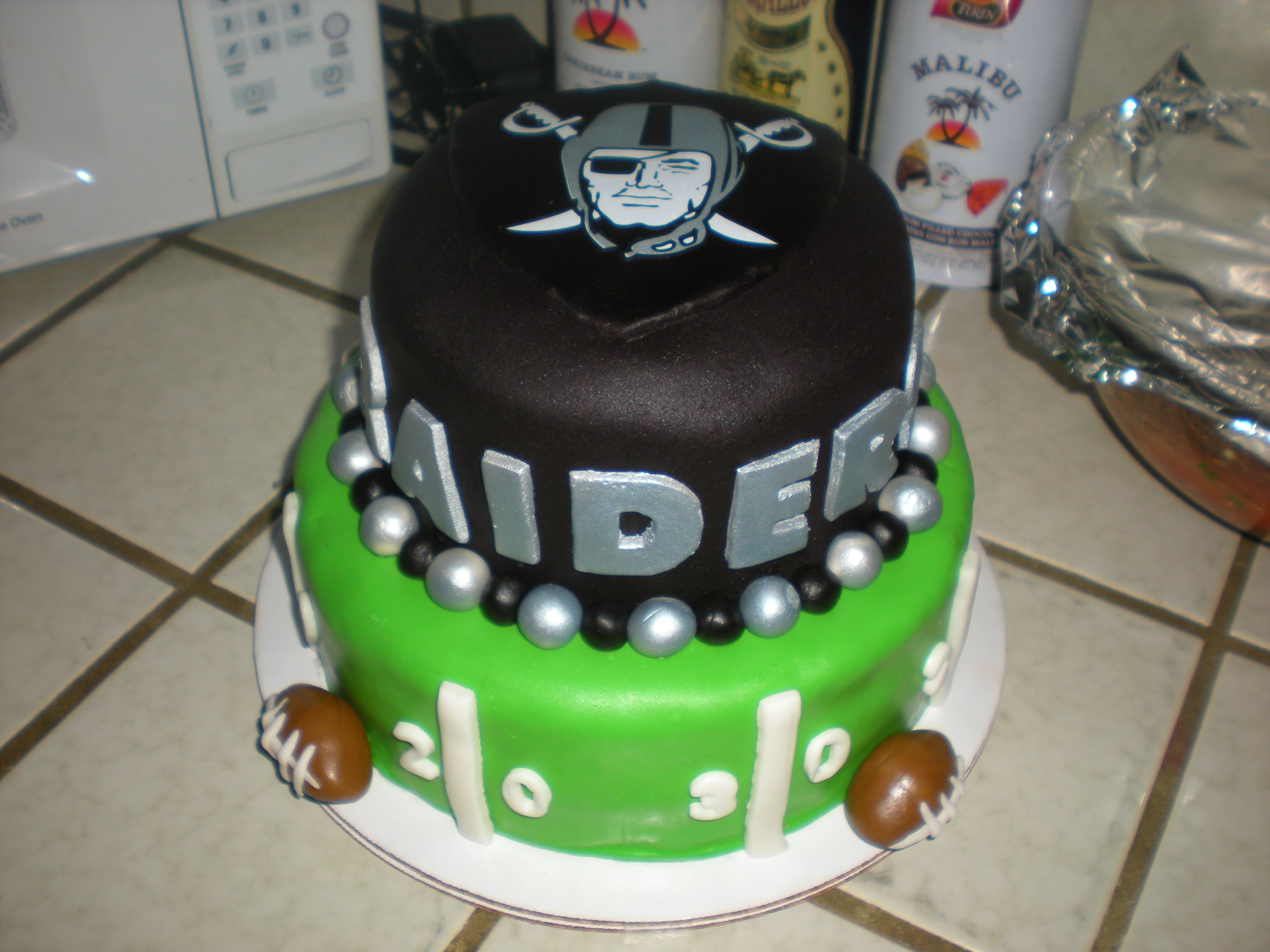 I Want This For My Bday Next Month Oakland Raiders Raiders - Football cakes for birthdays