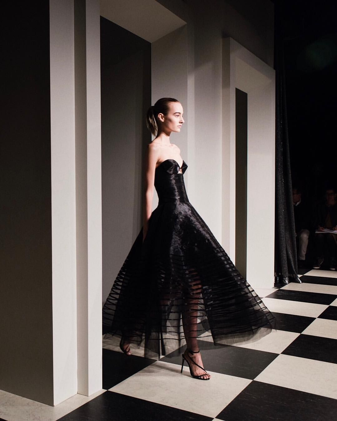 "8,554 Likes, 50 Comments - Oscar de la Renta (@oscardelarenta) on Instagram: ""Metallic thread puts a fashion forward take on this classic design. #Fall17 #oscardelarenta"""