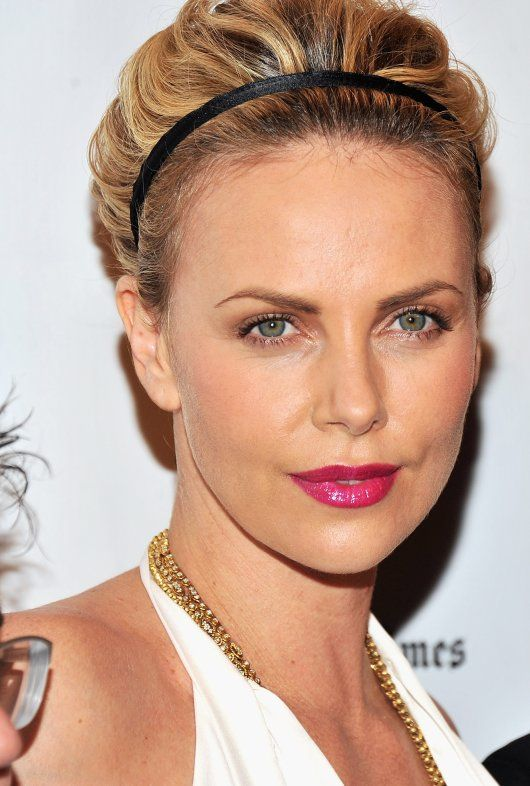 charlize theron c l brit s africaines coiffure mode. Black Bedroom Furniture Sets. Home Design Ideas