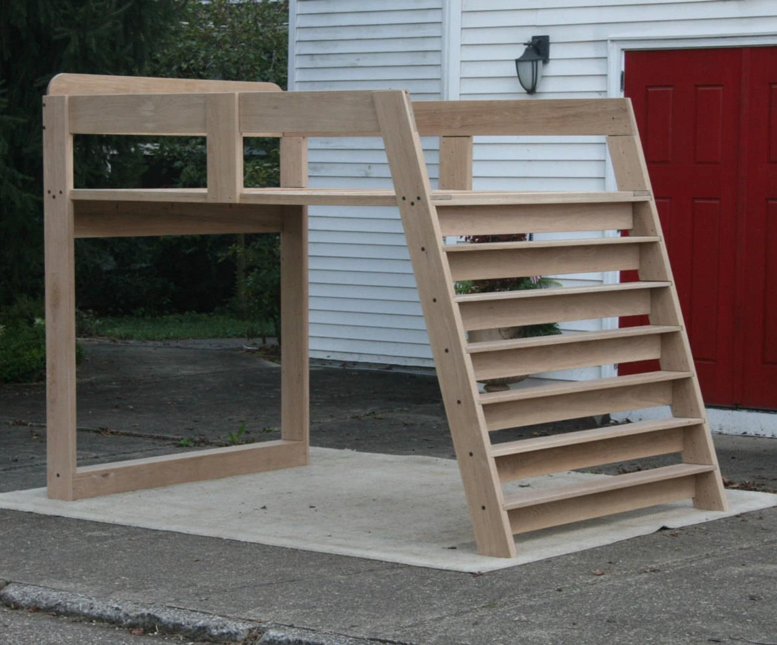 LbSnV05 Solid Hardwood Loft Bed with no furniture under it