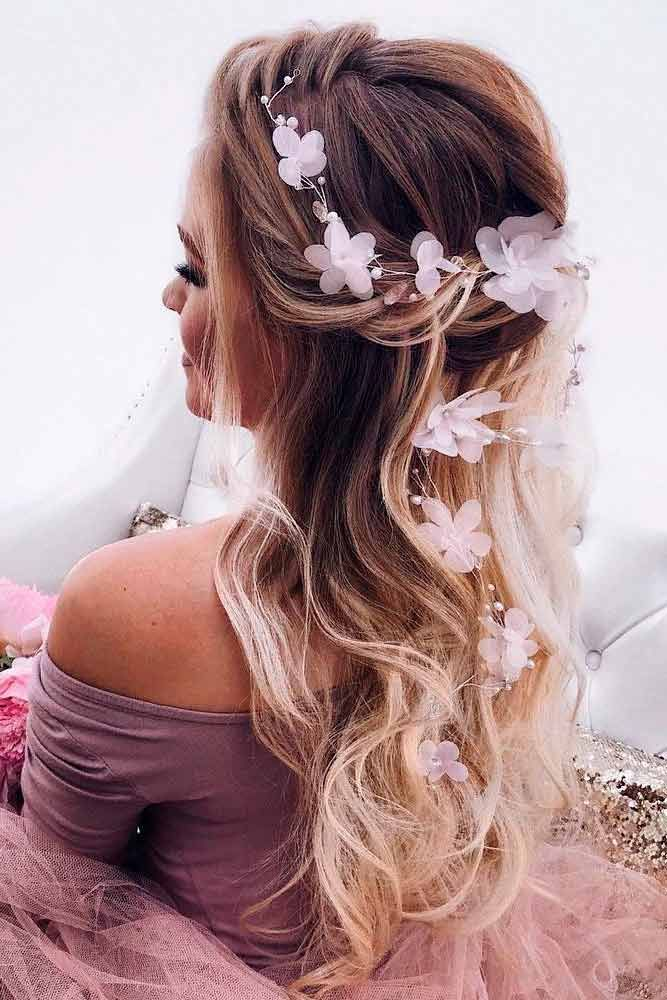 24 Chic Hairstyles for Prom to Let You Be Amazing