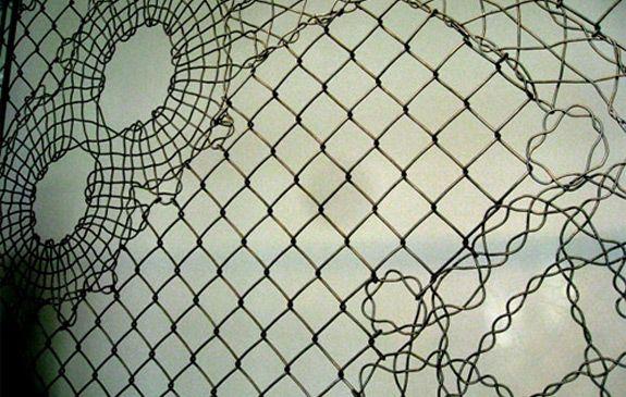 Maschendrahtzaun-Design   Yarn bombing   Pinterest   Chain link ...