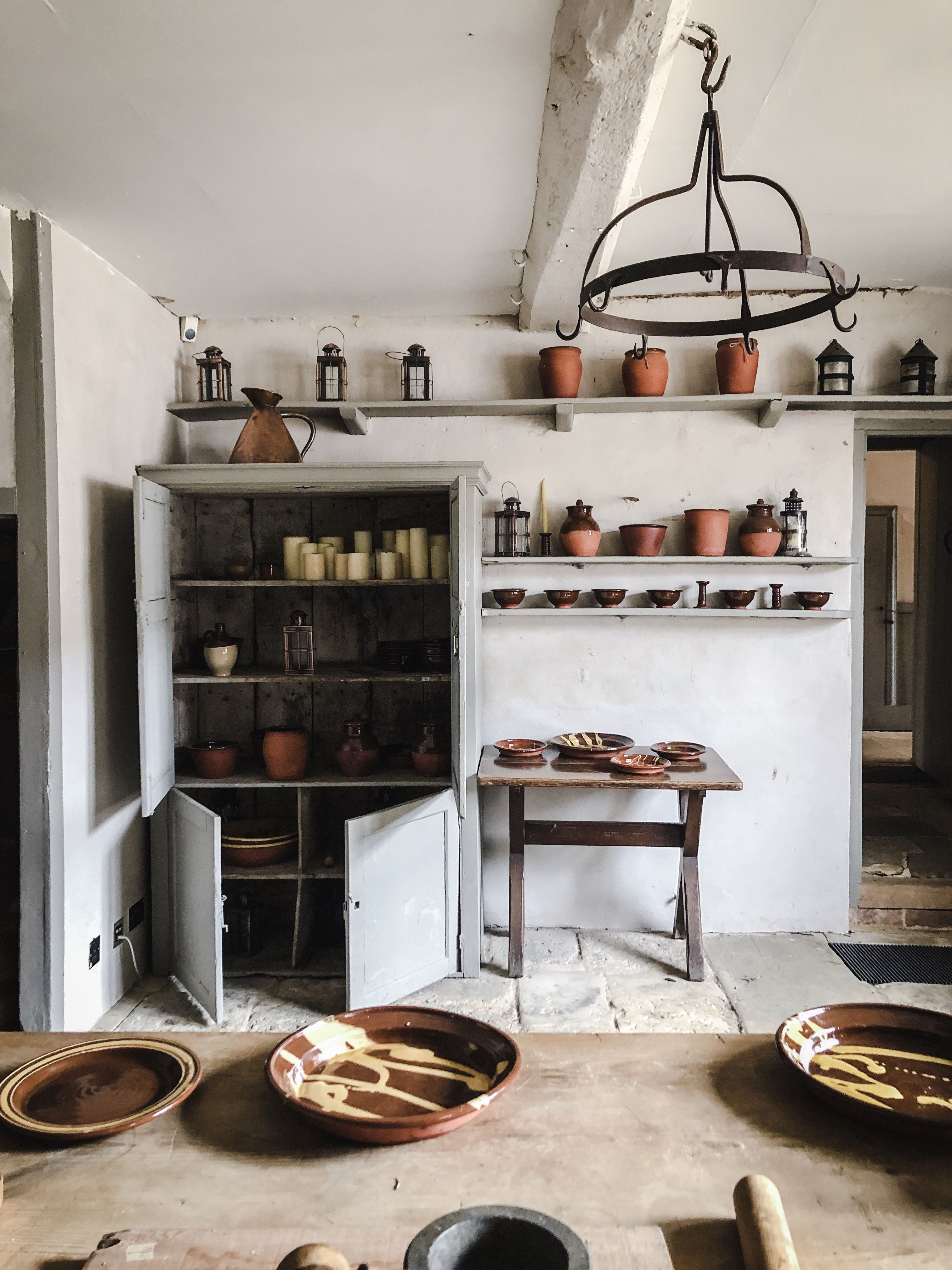 Pin by unc hs on home ♡ Old fashioned kitchen