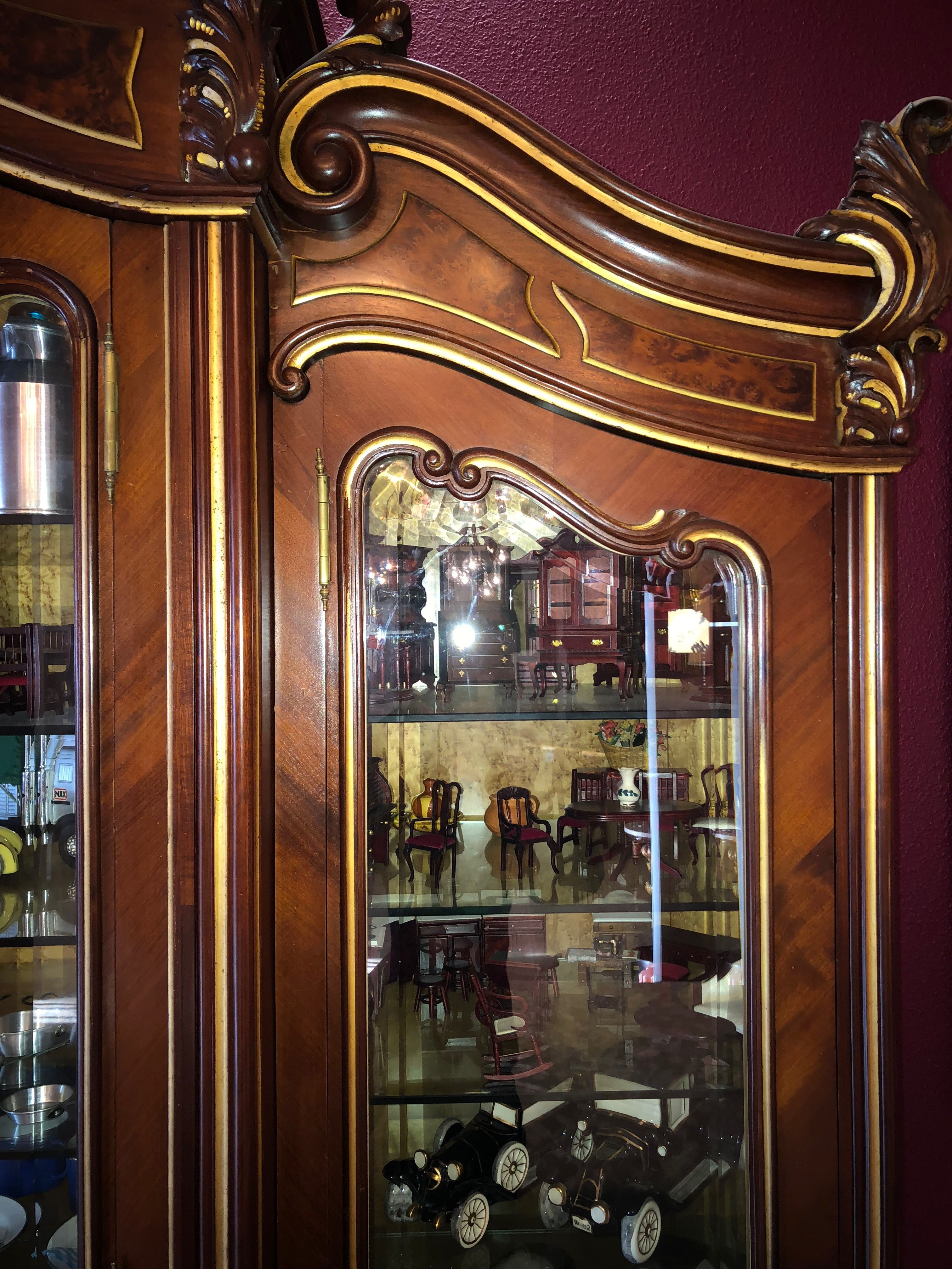 Vitrina Nogal Con Oro Muebles De Estilo Muebles Luis Xv Muebles Para Tienda