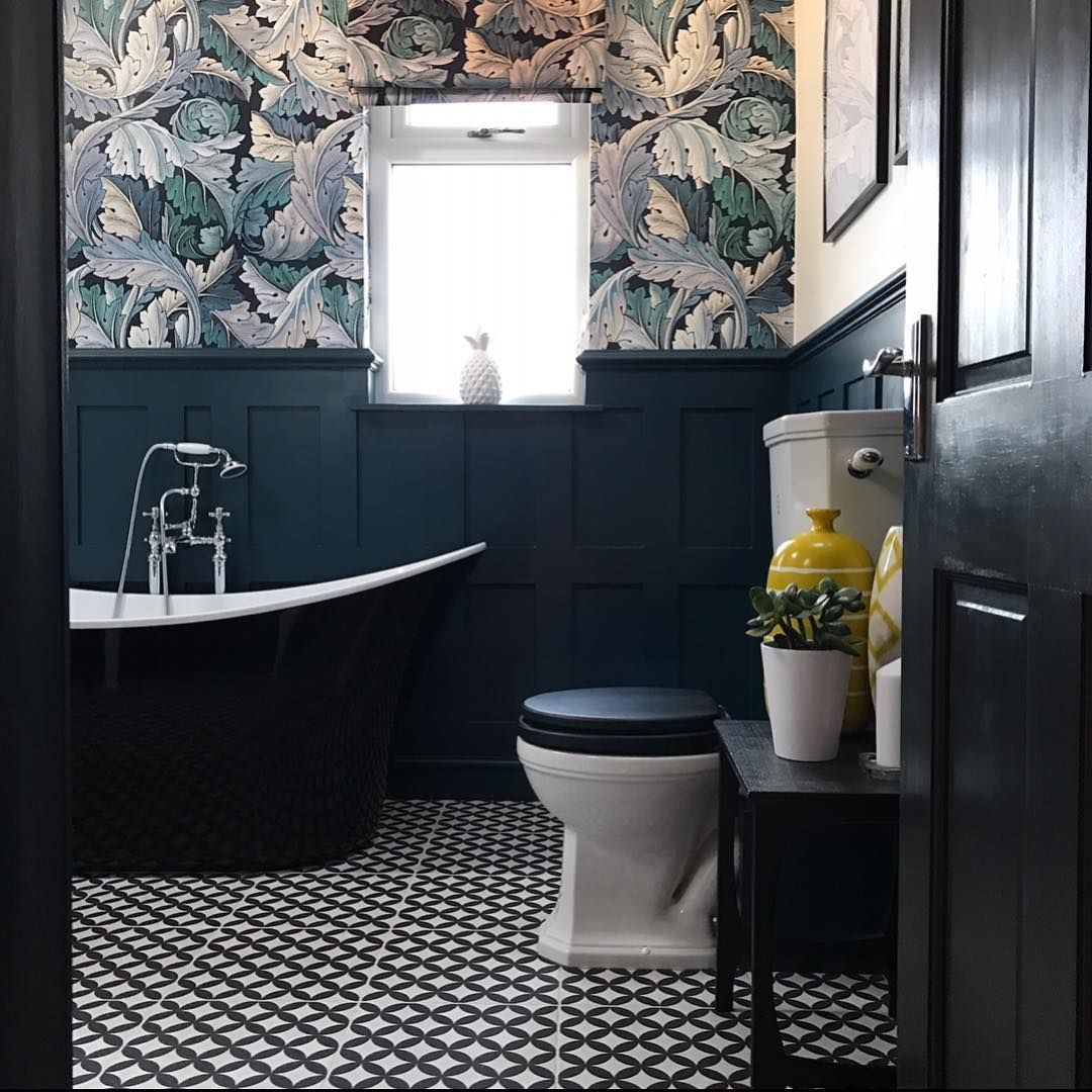 An Example Of The Dark Colour At The Bottom On Wood Panels Bathroom Style Bathroom Paneling Traditional Bathroom