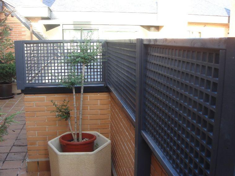 Celosias de madera a medida celosias de madera tratada for Modelos de terrazas en madera