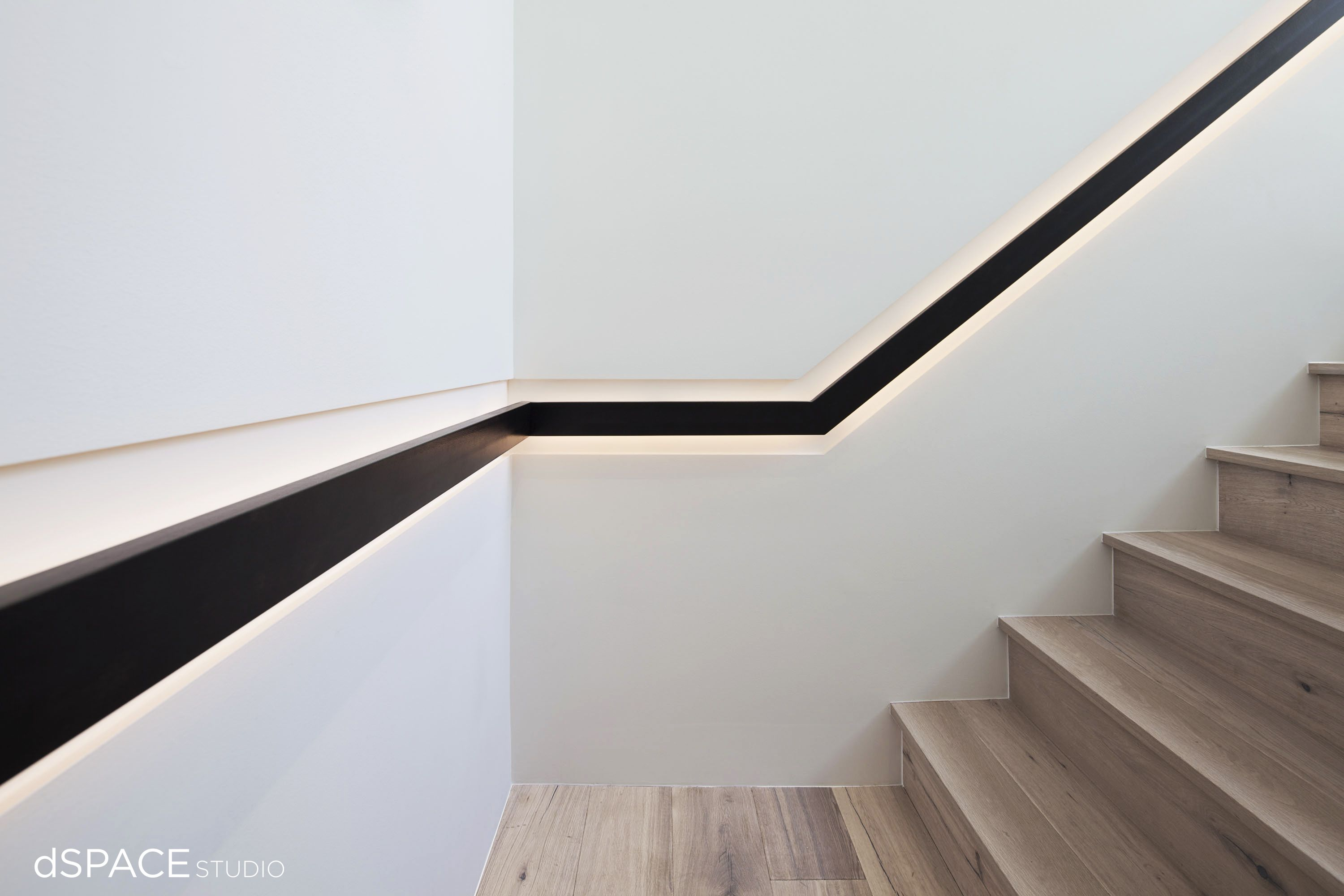 Best Contemporary Continuous Blackened Steel Handrail Wood 400 x 300