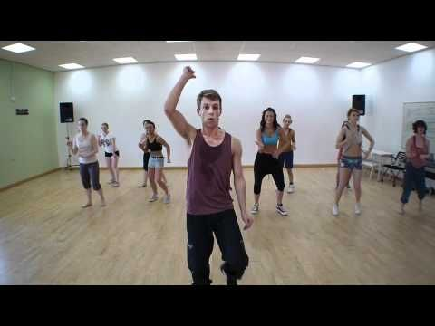 Full 50 minute zumba class online, this is great!!  I like his moves and music!  Great video to do at home.