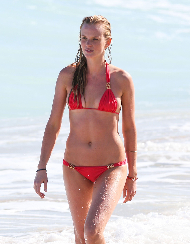 Hi resolution bikini pics 14
