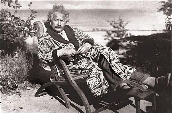 Einstein Biographies By Walter Isaacson And Jurgen Neffe Books Review Albert Einstein Photo Albert Einstein Einstein