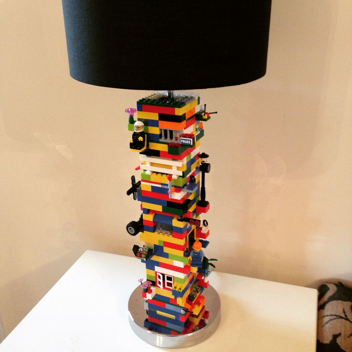 diy lego lamp for the playroom m bel pinterest spielzimmer lampen und kinderzimmer. Black Bedroom Furniture Sets. Home Design Ideas