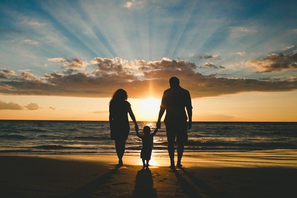 Семья на море картинки со спины, бабушке