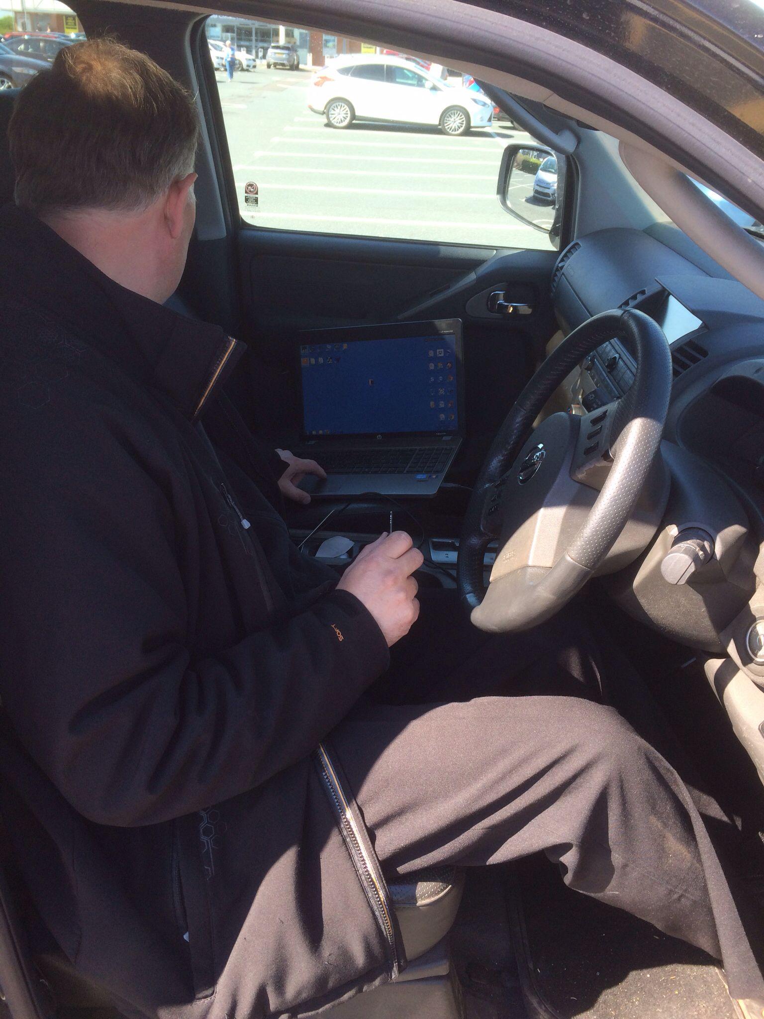 Programming new remote key to 20008 Nissan Navara | Car Key