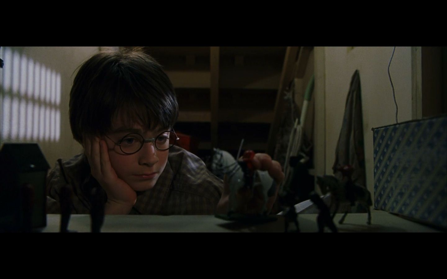 Y1 Harry S Cupboard Under The Stairs Harry Potter Scene Harry Potter Film Harry Potter