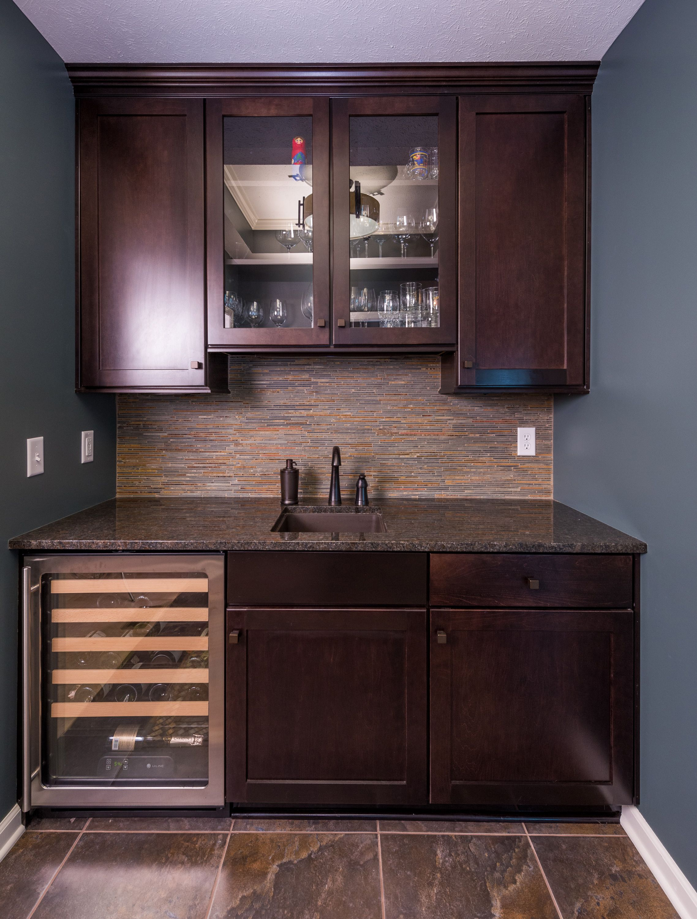 Simple wet bar design with dark wood shaker-style cabinetry/ | Dry ...