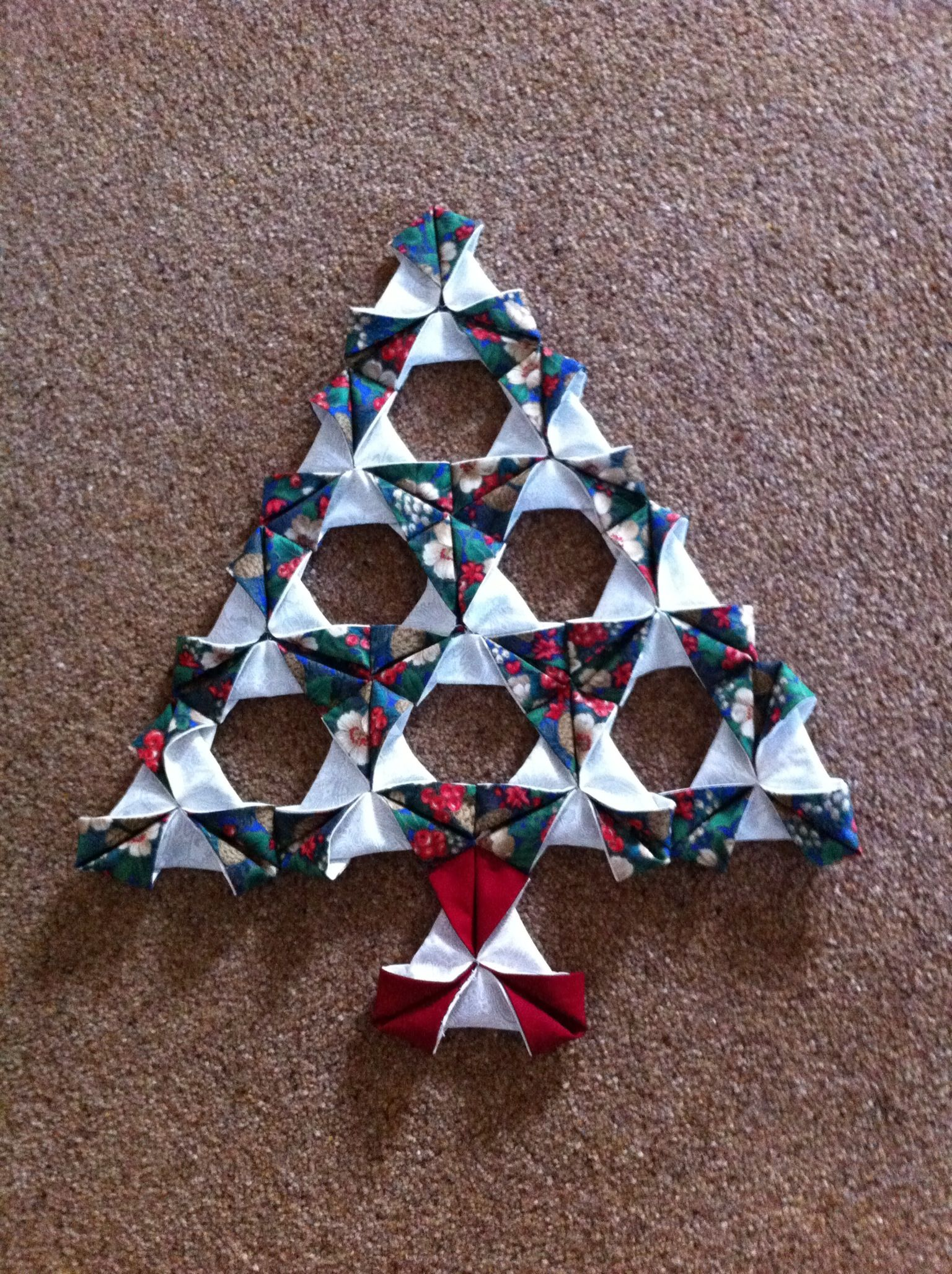 Christmas Tree Made Using Folded Patchwork Another Item From Sew Me Something Fabric Christmas Ornaments Fabric Christmas Trees Origami Christmas Ornament