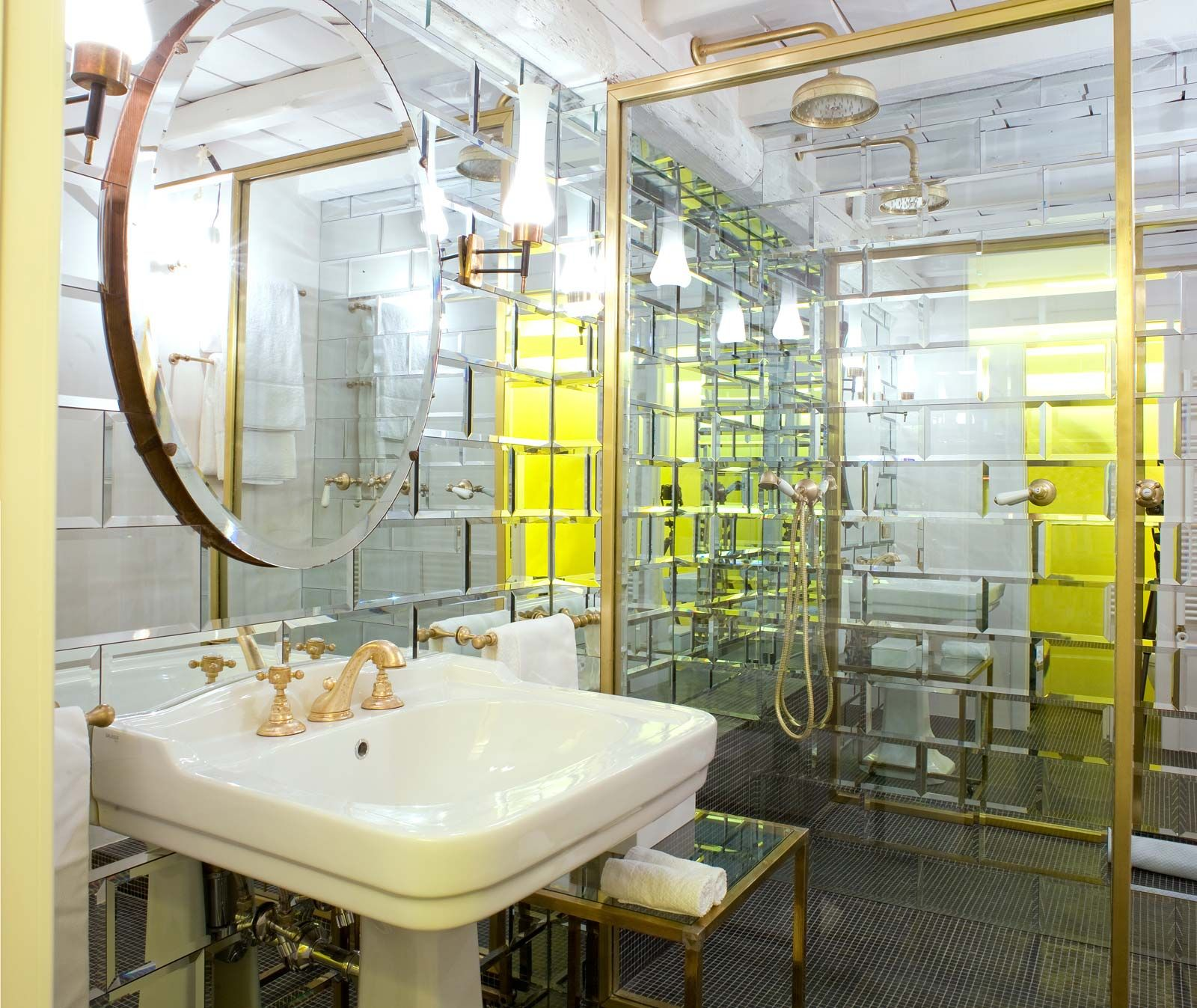 G rough luxury suites rome bathrooms hotel room design for G design hotel