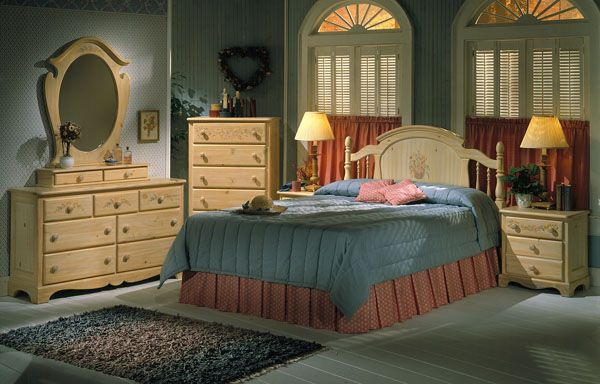 THE FURNITURE :: Solid Pine Bedroom Set, 'Farmhouse