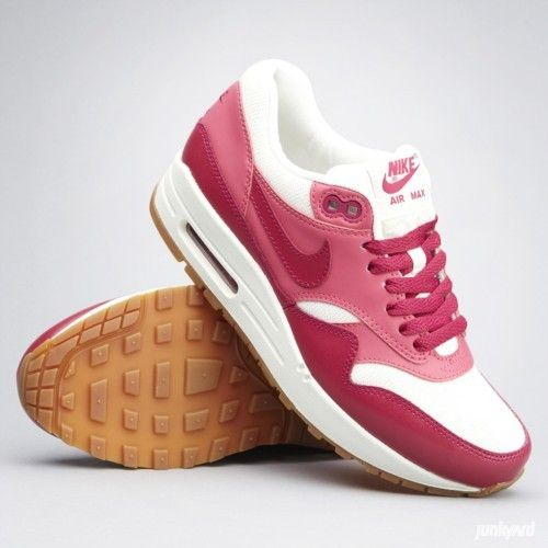 size 40 3f7a9 18f6e Air Max 1 Vintage shoes by Nike. €139.95  Nike  AirMax  shoes  girls   streetwear   Shoes   Pinterest   Zapatos