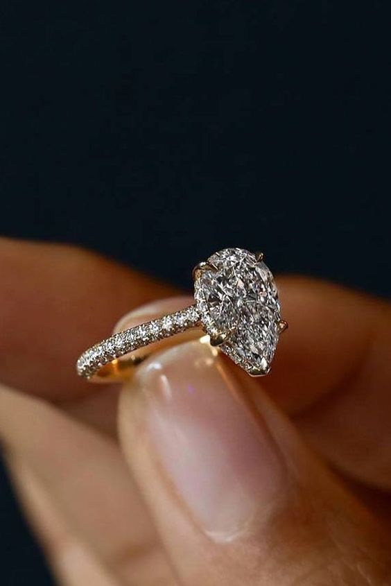 Teardrop Diamond Engagement Ring Diamondengagementringsimplebeautiful Rings Wedding Wedding Rings Teardrop Trending Engagement Rings Simple Engagement Rings