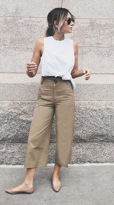 A perfect look that goes from Summer to Fall: a White Top, Khaki Pants, and Beige Flats
