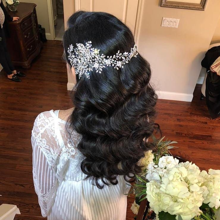 Gorgeous flowing waves accented with a glittering crystal vine…for a timeless, elegant look. Crystal headpiece by Bridal Styles Boutique, hair by Senada K. #bridalheadpieces