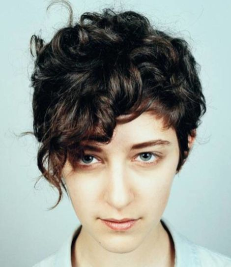 30+ Short Curly Hairstyles For Women