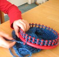 """Round loom knitting <<< don't try to kid yourself- this is """"knifty knitting"""" not """"round loom knitting"""""""