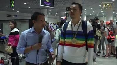 Live: Sok Chanmean Arrival at Phnom Penh international airport this evening
