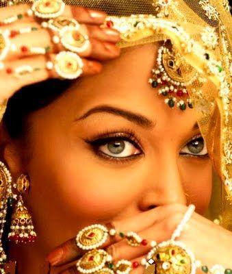 Aishwarya Rai. Loaded. Jhumkas and eyes...